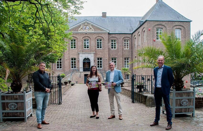 Burgemeester Scholten opent tuinseizoen Kasteeltuinen Arcen